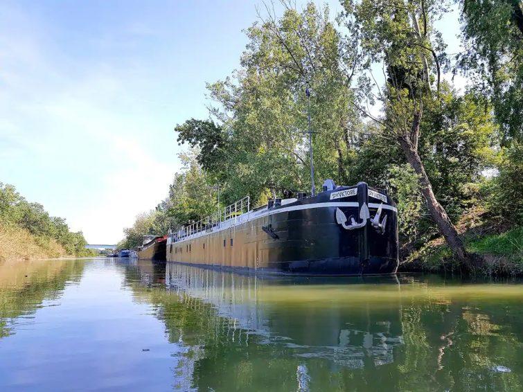 Petit appart cosy dans péniche / bateau à Arles Week-end insolite en Camargue