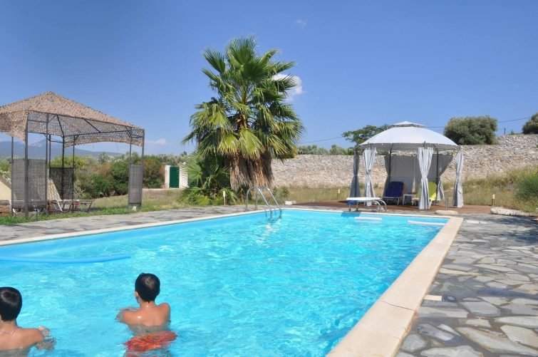TERRA NEGRO (1) & (2) Airbnb Corinthe