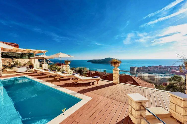 Villa Vega - Three Bedroom Villa with Swimming Pool and Sea View