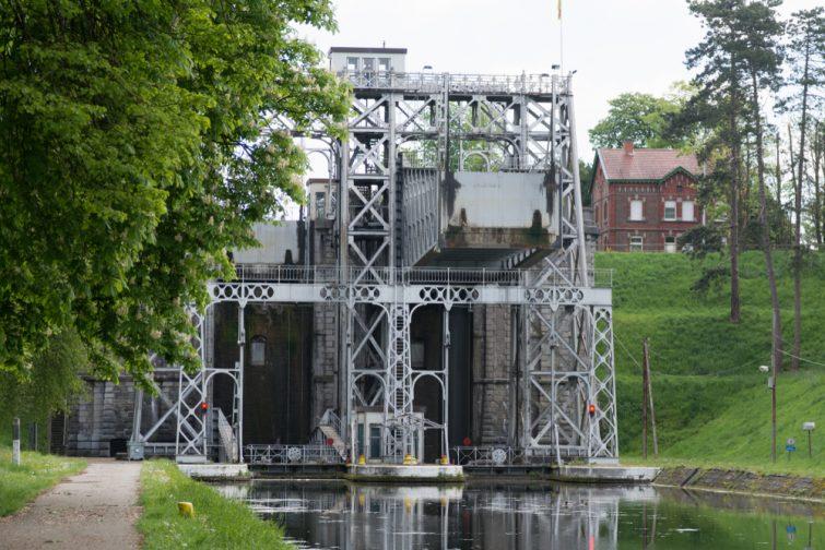 la-louviere-canal-du-centre-belgique
