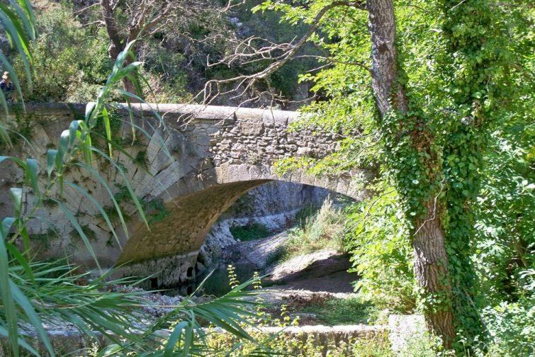 Pont des coquilles à Lourmarin