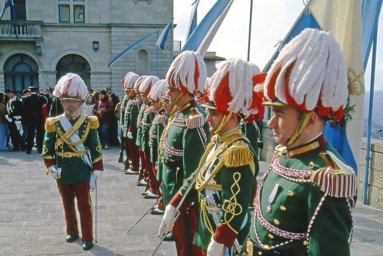 Soldats visiter Saint-Marin