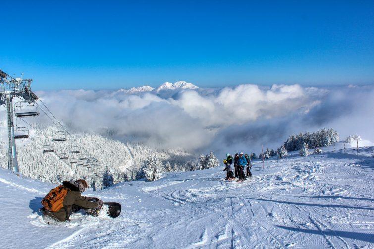 snow-ski-ax