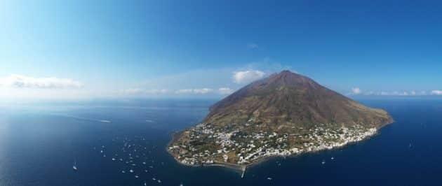 Visiter le Stromboli : faire l'ascension du volcan des îles Éoliennes