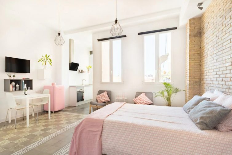 Airbnb Valence : Loft en rose