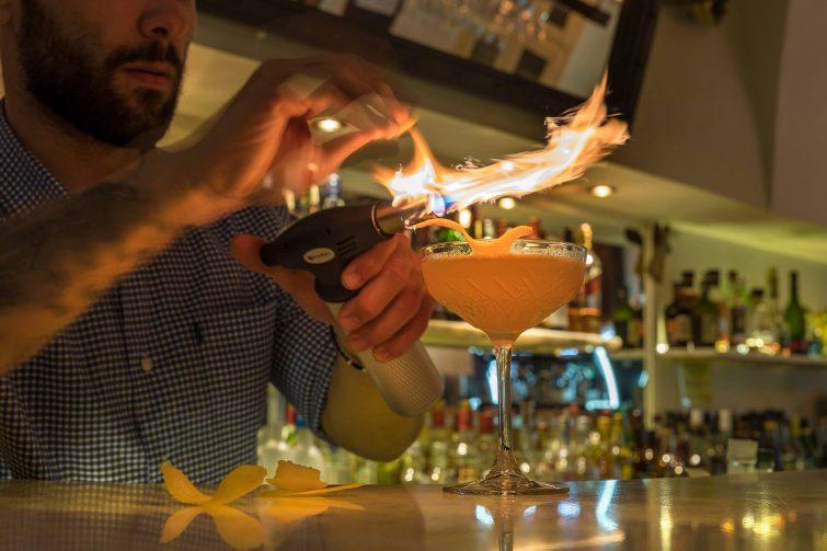Hassapiko Bar sortir à Santorin