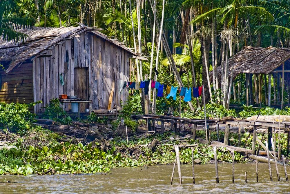 photos brésil - Cabane en bord de rivière Manaus
