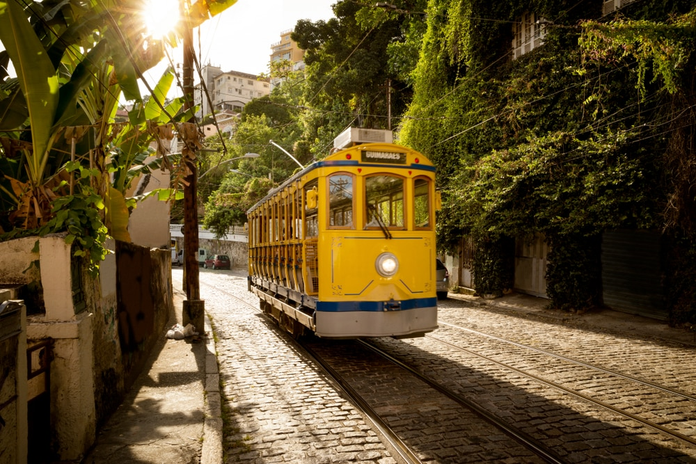 Tramway jaune dans le quartier Santa Teresa, Rio
