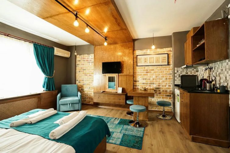 Cozy Studio Flat with Jacuzzi Free Wifi-Dsinfected