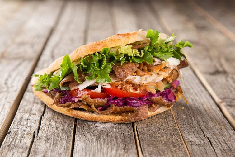 Manger un kebab à Amman