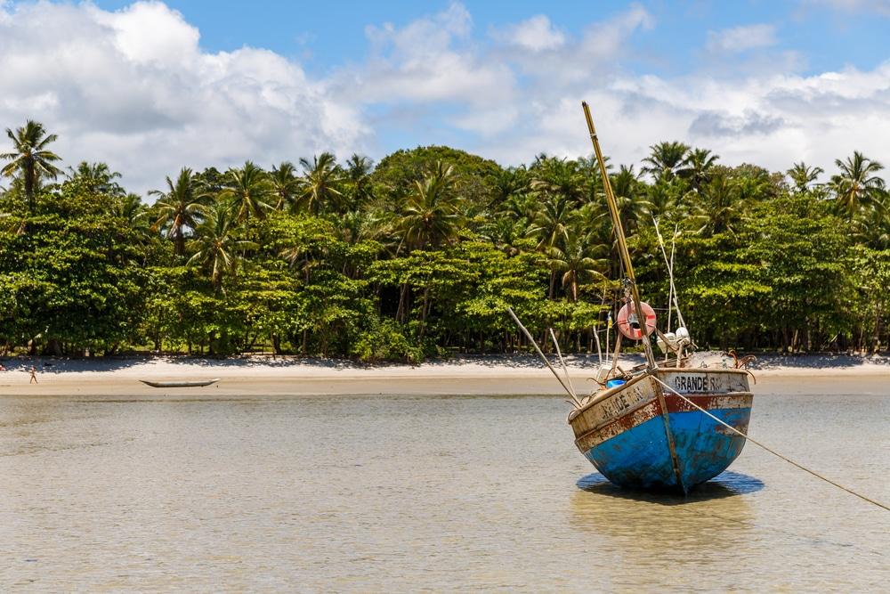 photos brésil - bateau de pêche sur l'île de Boipeba