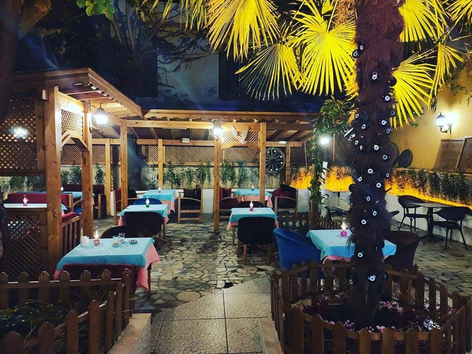 Manger les grillades du Garden Mezze à Istanbul