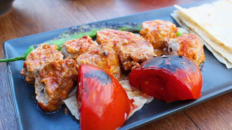 Manger les grillades du Rakofoli à Istanbul