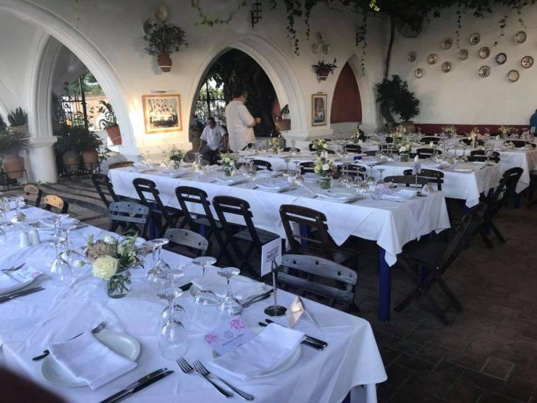Το εστιατόριο Μαυρίκος Λίνδος τρώει στη Ρόδο