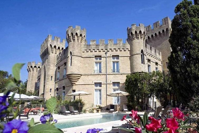 Dégustation de vin dans un château