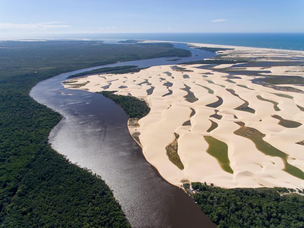 Bords de la rivière Preguiças, et ses lençóis