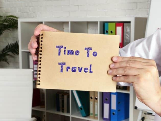8 façons de voyager depuis chez soi