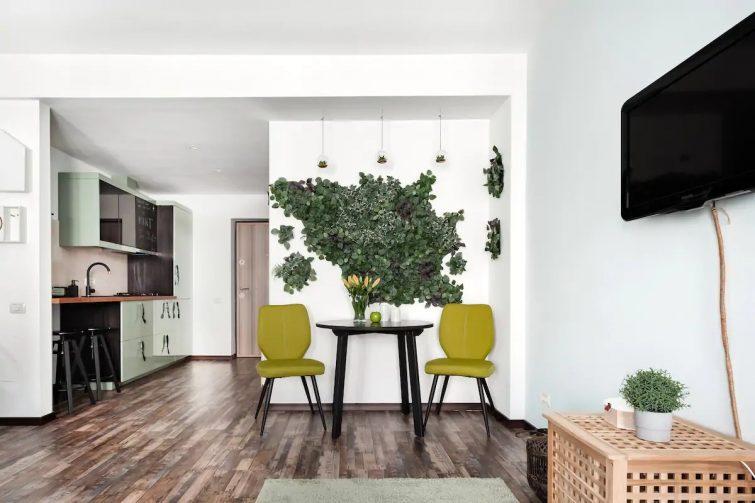 Mint Urban Studio with City View Balcony