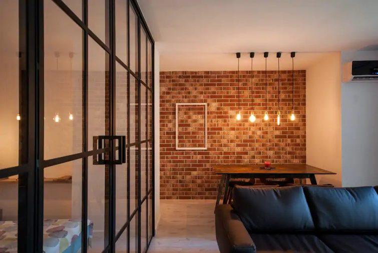 Retro Cosy MidTown Apartment