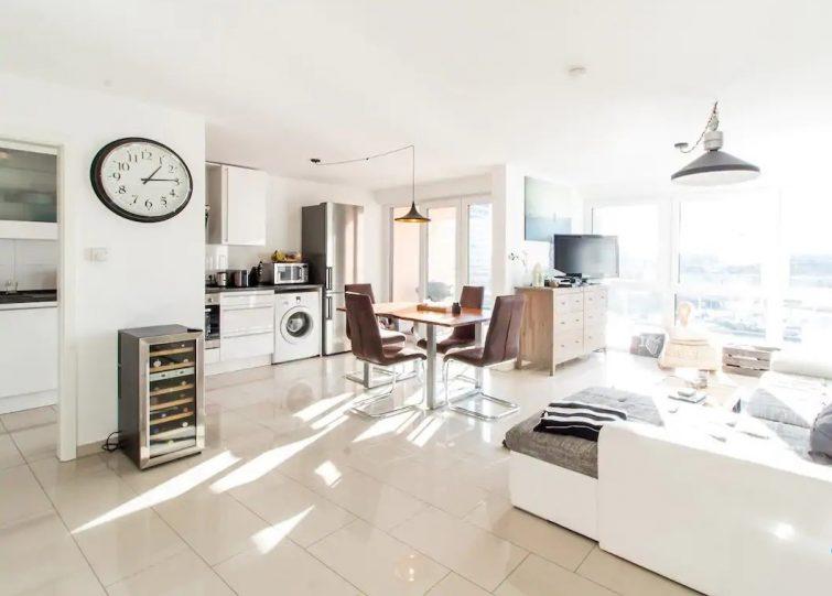 Logement avec vue imprenable sur la ville-airbnb-cologne
