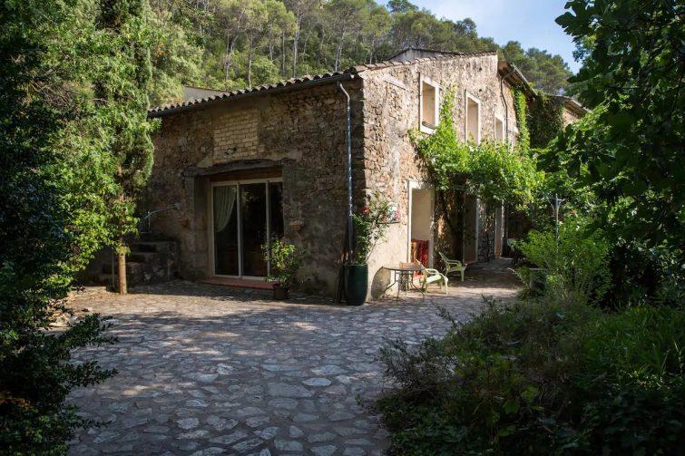 Airbnb Cabasse-sur-Issole : Maison de charme entre mer et Verdon