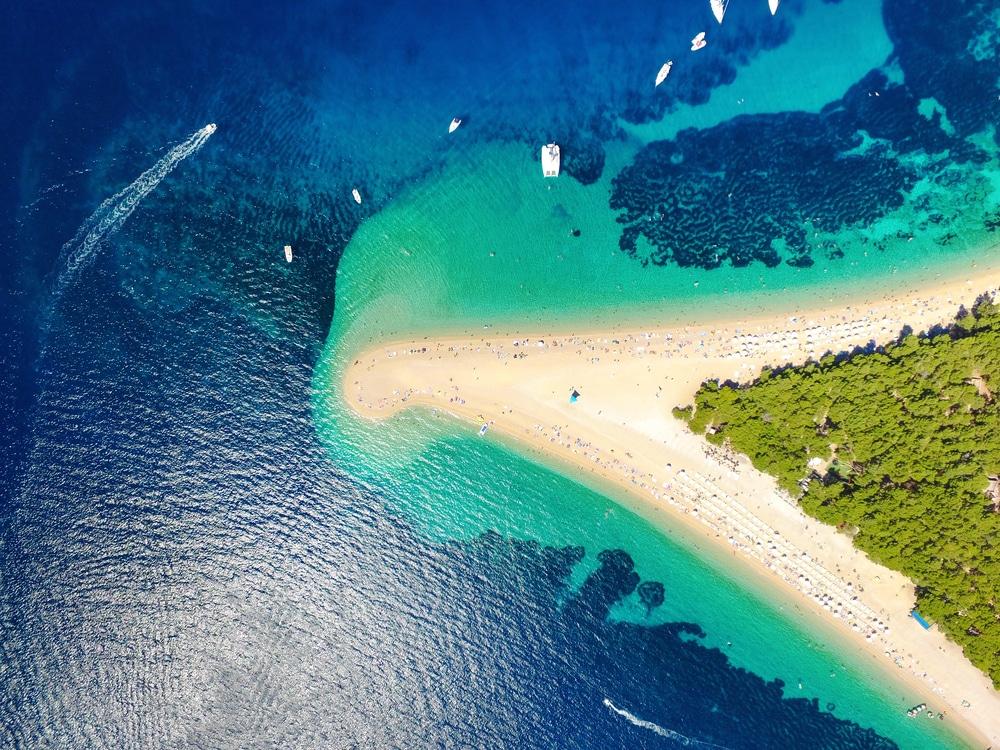 Plage de Zlatni sur l'île de Brac