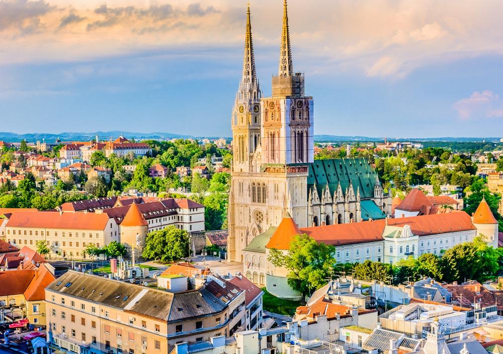 Vue aérienne sur la cathédrale de la ville de Zagreb