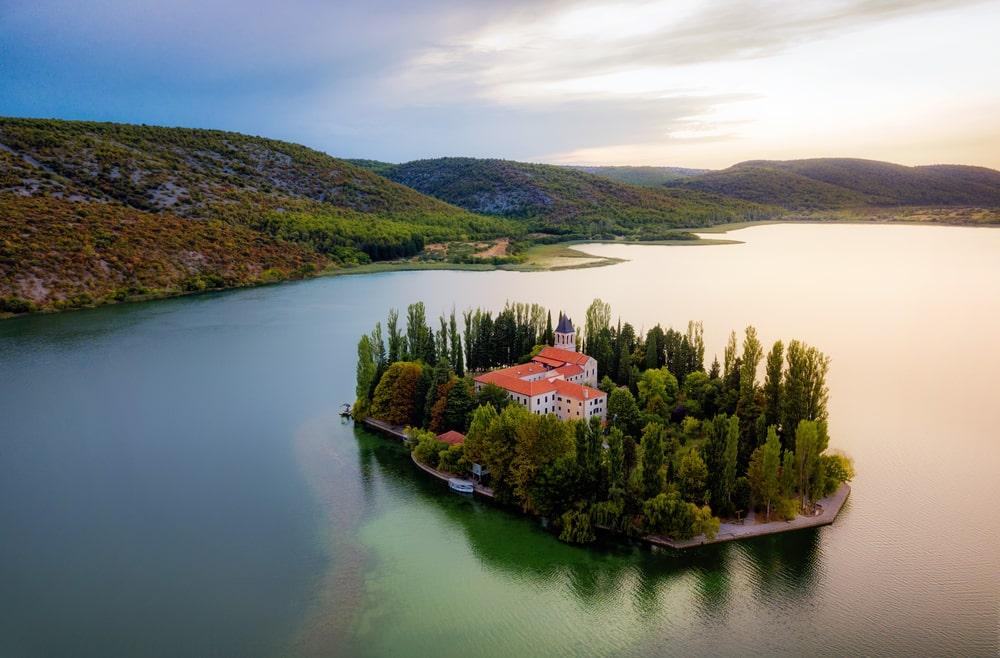 Petite île dans un parc national en Croatie