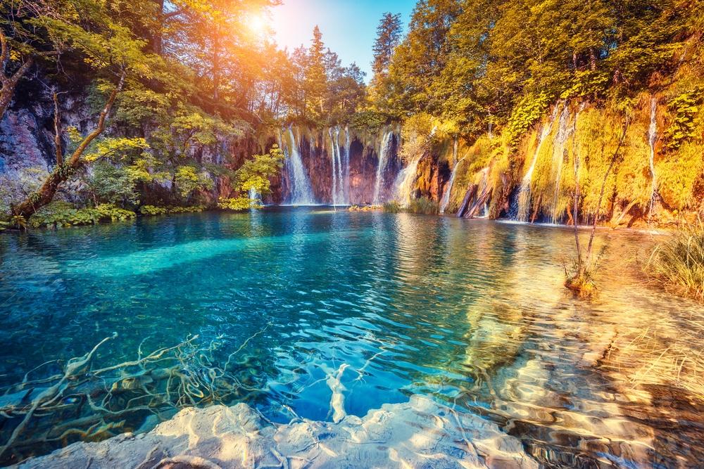 Magnifique cascades dans le Parc National des Lacs de Plitvice