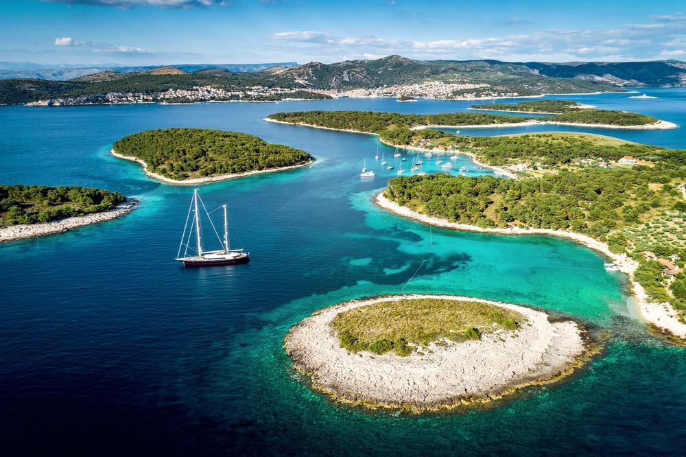 Vue sur les îles proches de la ville de Hvar