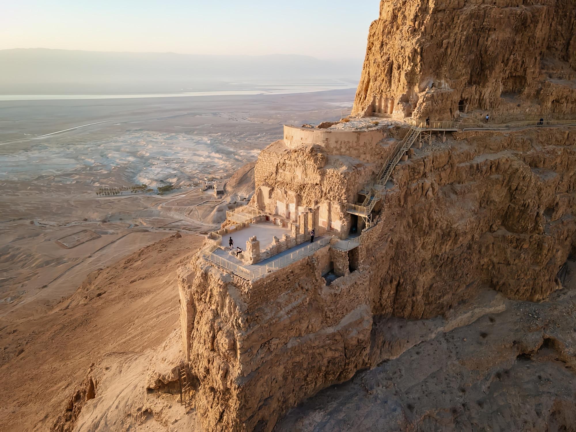Visiter le complexe de Massada