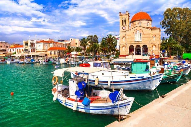 Dans quelle ville loger sur l'île d'Egine ?