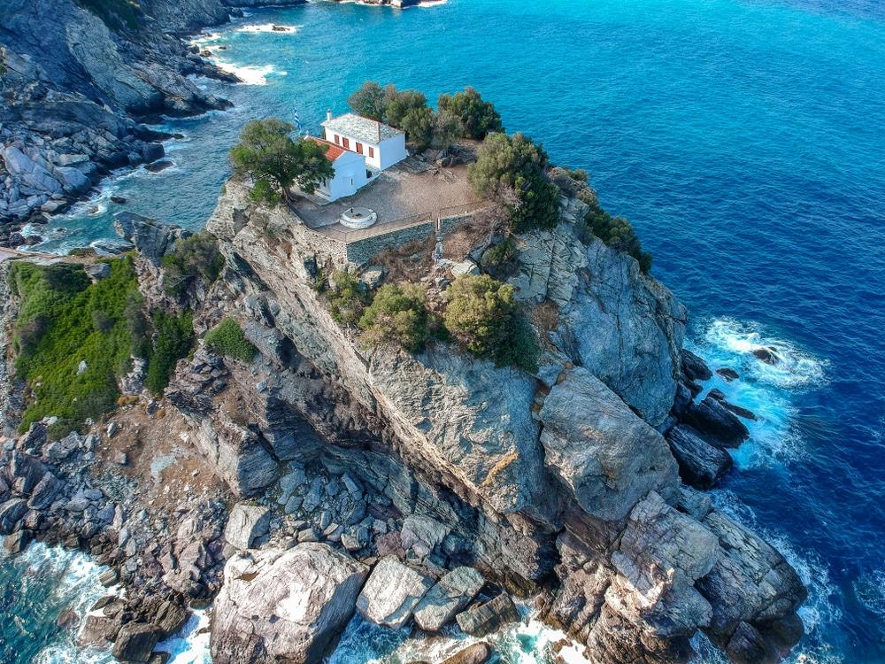 Le rocher d'Agios Ioannis à Skópelos
