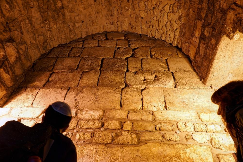 Visiter le tunnel des Lamentations
