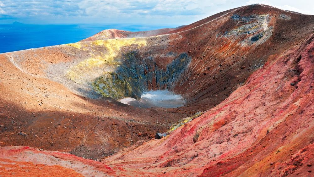 cratere-vulcano-sicilia