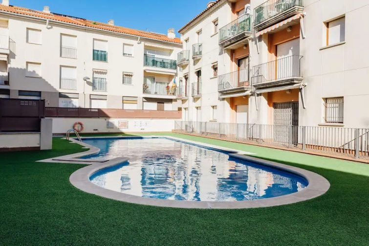 Modern apartment with wifi pool, parking and HUT - Airbnb Palamós