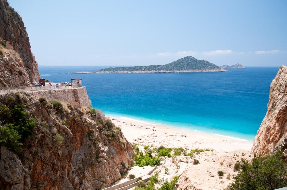 La plage de Kaputas, en Turquie, située entre les villes de Kas et Kalkan