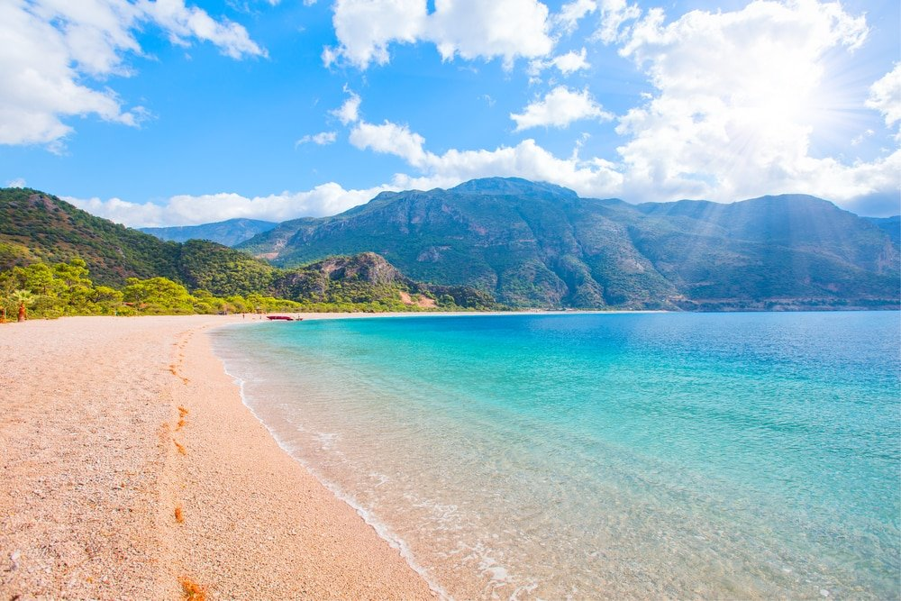 La plage splendide du lagon bleu d'Ölüdeniz