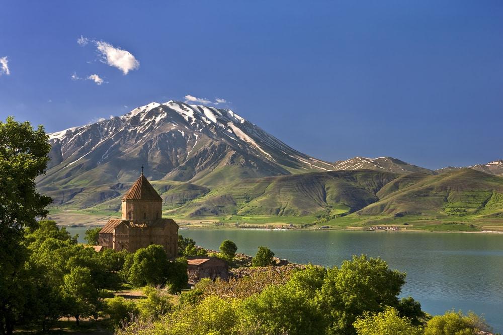 Turquie. L'île d'Akdamar dans le lac Van