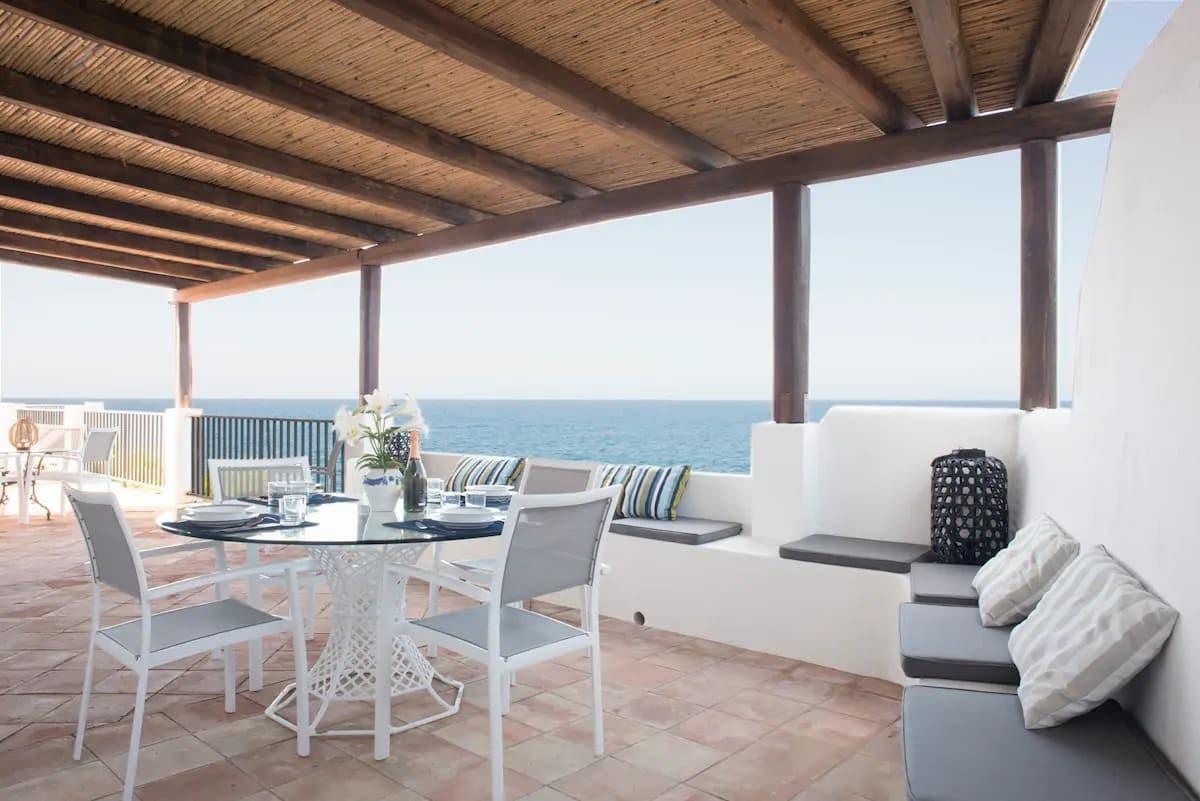 Airbnb aux Îles Eoliennes avec jolie terrasse