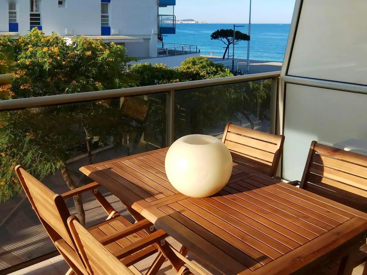 Superbe terrasse dans ce Airbnb à Platja d'Aro