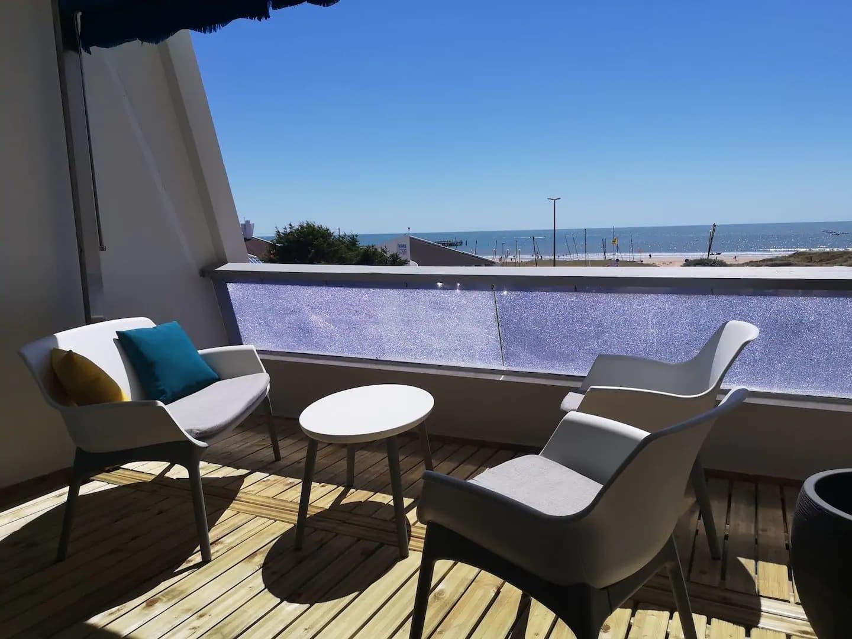 Jolie terrasse dans ce Airbnb à Saint-Jean-de-Monts