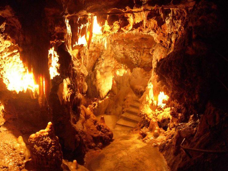 Grotte de Saint-Cézaire