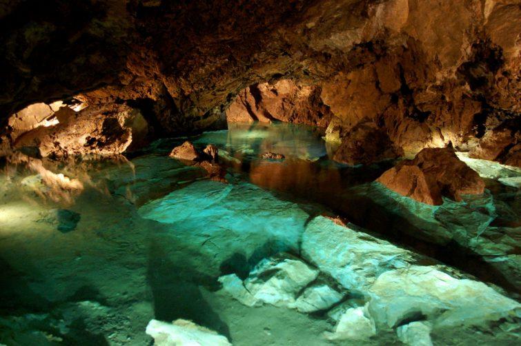 Les grottes dolomitiques de Bozkov