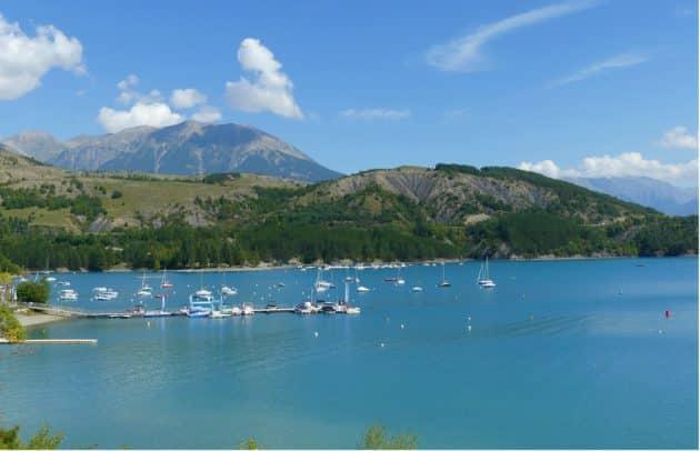 Location de bateau au Lac de Serre-Ponçon : comment faire et où ?