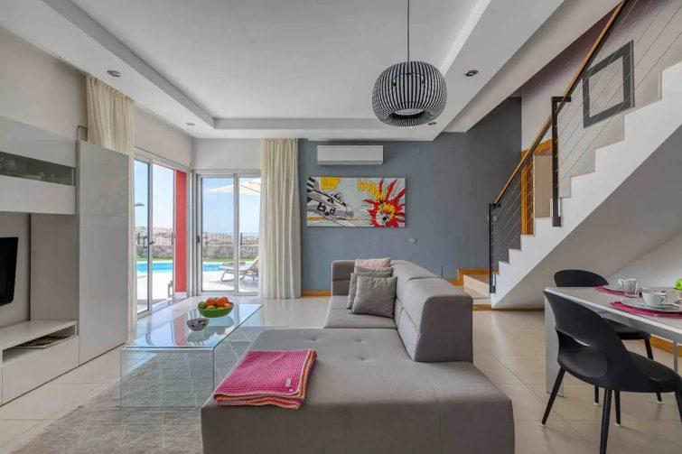 Comfortable Villa, Golf- Seaview, Private Pool