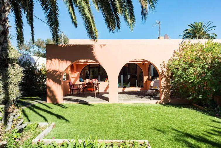 Splendid Villa with a Garden Patio, Roquete B