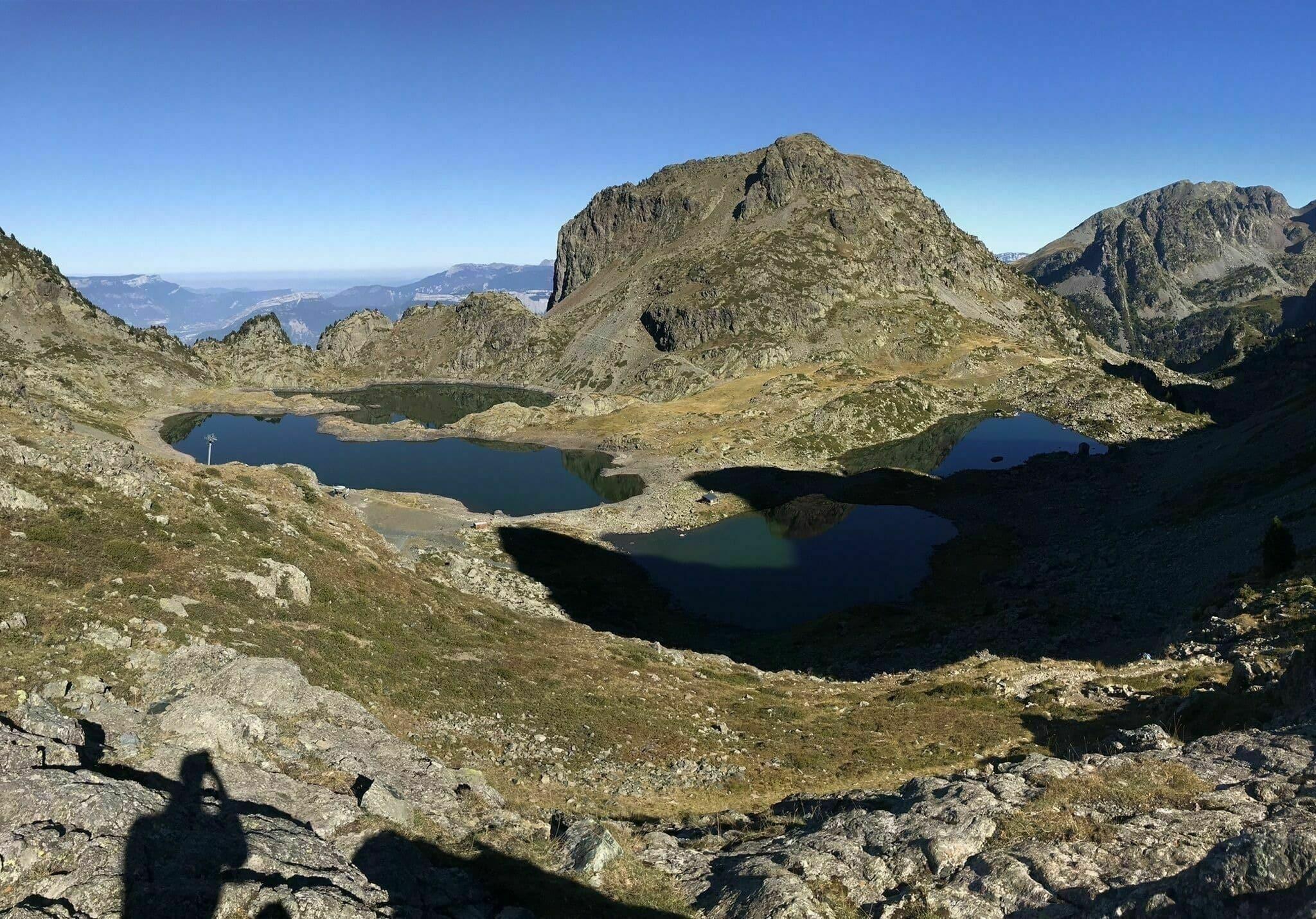 Le lac des Pourettes, les lacs Roberts et le col des Lessines