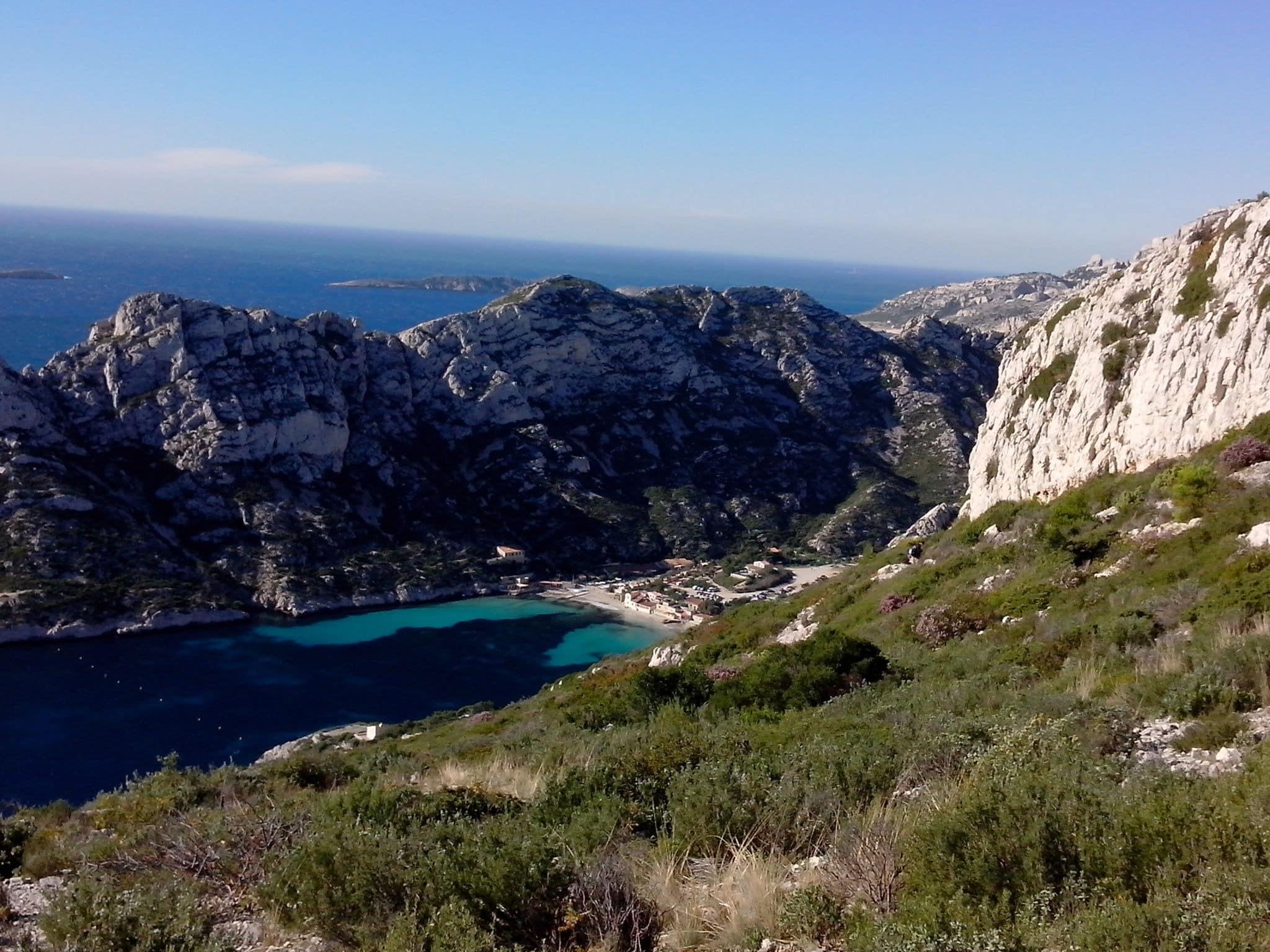 Le vallon de l'Ours, le cap Sugiton et la grotte Bleue