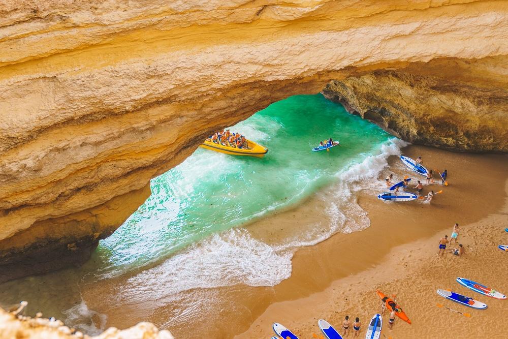 Visiter les grottes en kayak